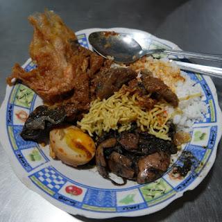 Warung Nasi Cumi Surabaya, Kuliner Surabaya
