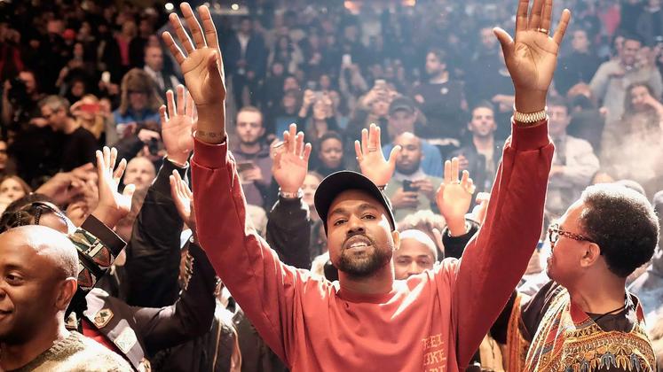 """Mudança de planos: além do Spotify, Kanye West também lançou seu """"Pablo"""" na Apple Music e outras plataformas digitais."""