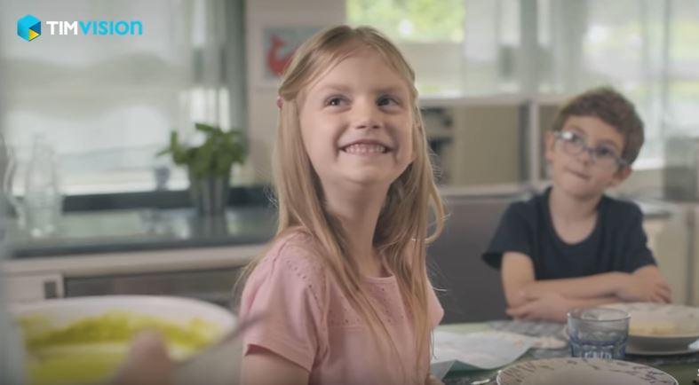 Modella - attrice TIM pubblicità Angry Birds con Foto - Testimonial Spot Pubblicitario 2017