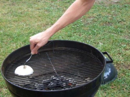 l'oignon pour nettoyer les grilles et les casseroles