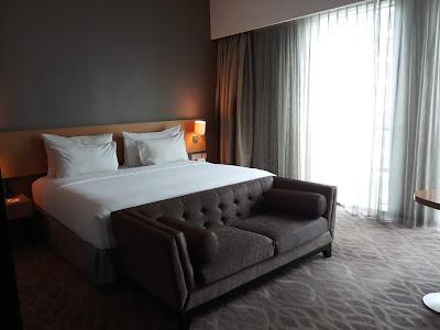 Single bed pada kamar premier Hotel JS Luwansa