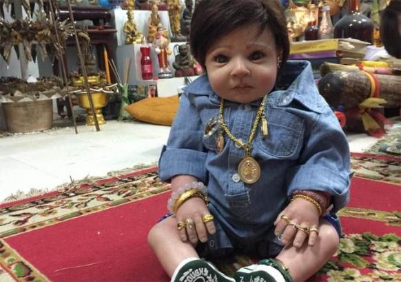ritual memelihara boneka yang berisi roh roh anak kecil yang meninggal di dalam rahim