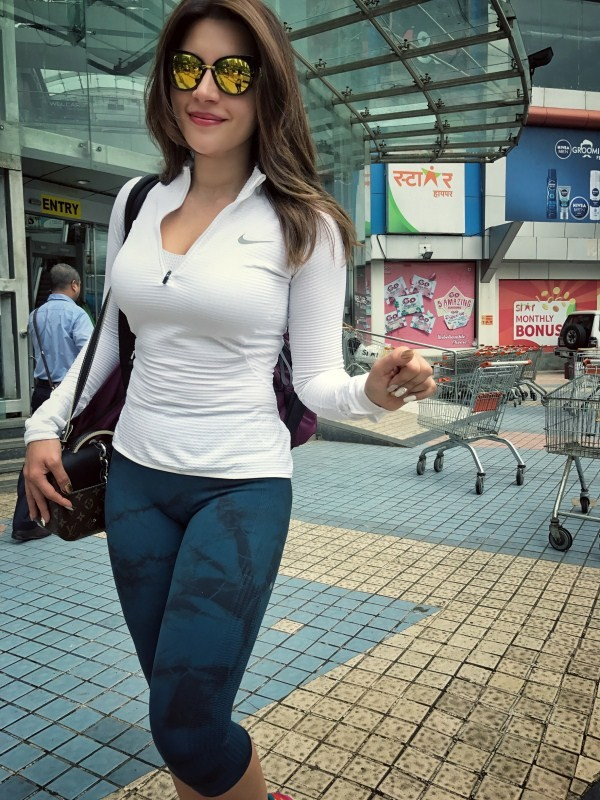 Sexy babe Shama Sikander Spotted at Gym
