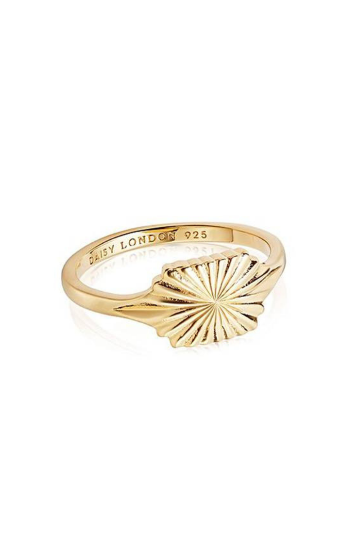 Estée Lalonde, anillo de protección solar