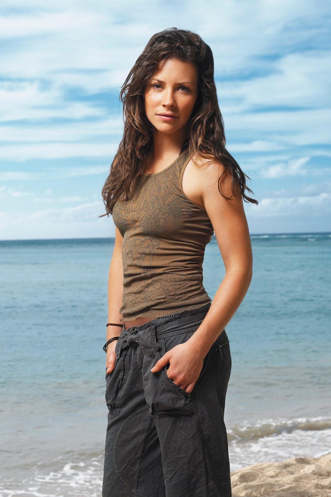 Evangeline Lilly manis baju kaos ketat artis Hollywood
