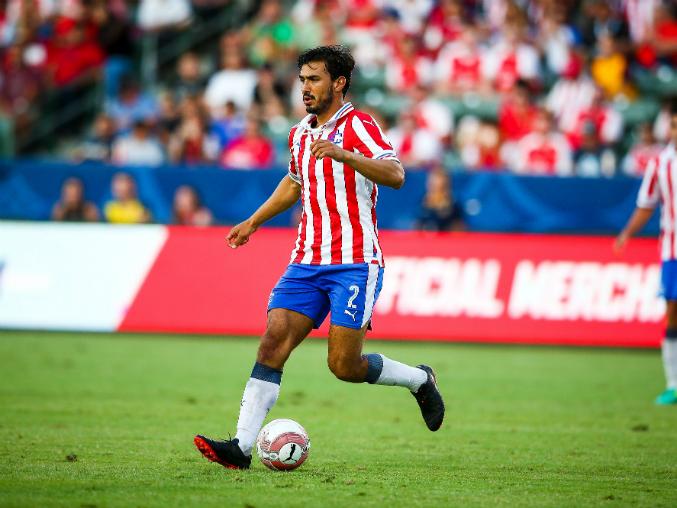 Alanís regresó a la actividad en el encuentro que perdió Chivas ante el Arsenal.