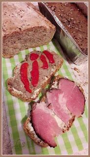 pasztet mięsno warzywny, szynka wędzona, chleb z otrębami