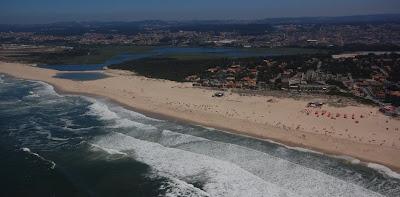 Resultado de imagem para praia esmoriz