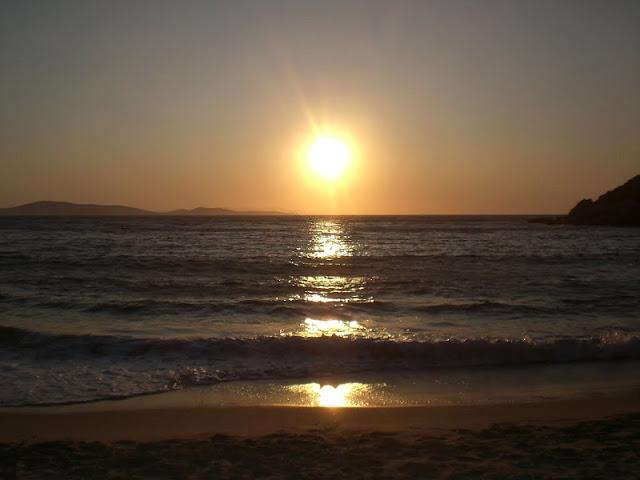 Pôr-do-sol nas praias de Mykonos