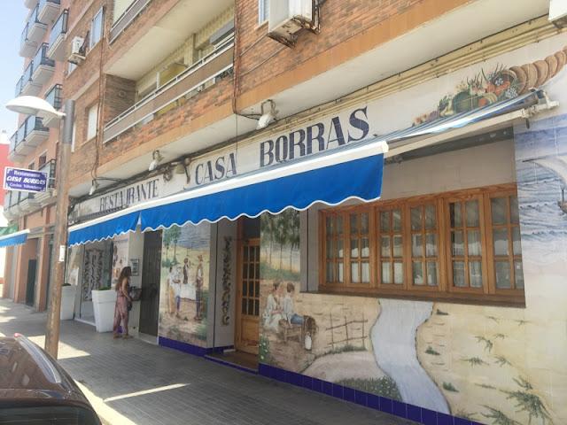 Puerta principal del restaurante casa Borras