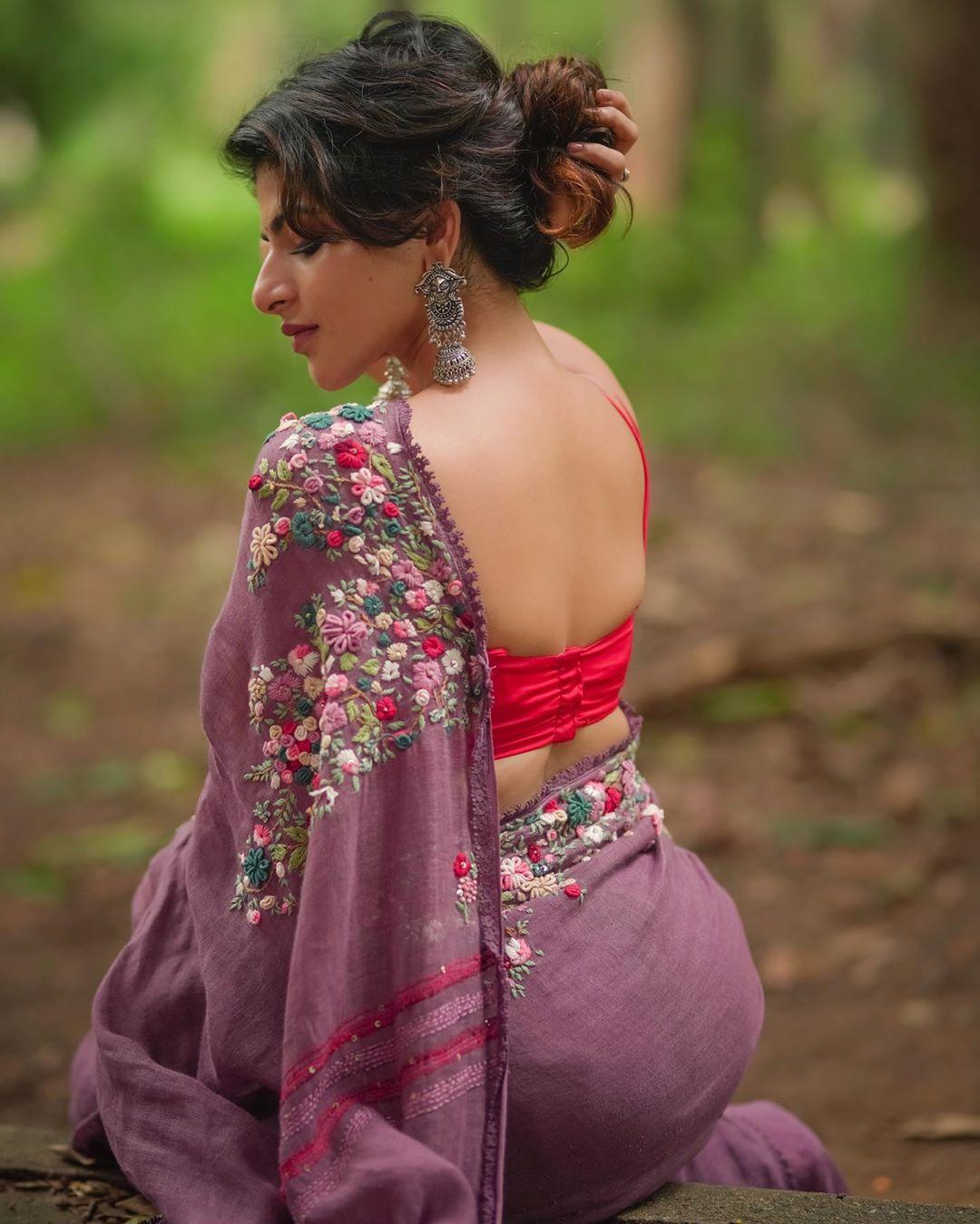 Actress Aishwarya Menon Hot Saree Photoshoot