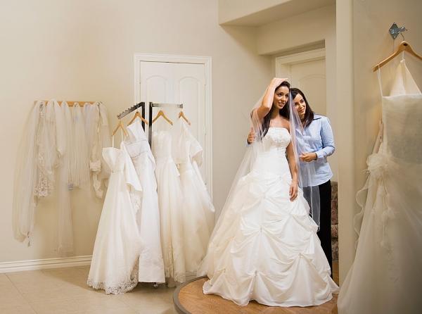 Thuê áo cưới thật ra không còn là giải pháp tiết kiệm