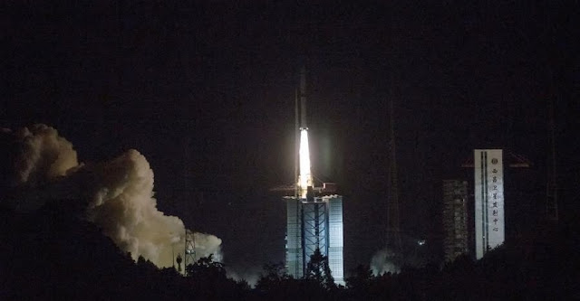 A Long March 4C rocket launches with the Chang'e 4 communications satellite bound for the Earth-Moon L2. The satellite will act as a communications relay for the yet-to-be-launched Chang'e 4 lunar lander/rover combo. Photo Credit: Cai Yang / Xinhua