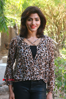 Tamil Actress Sai Dhansika at Vizhithiru Movie Press Meet Stills  0013.jpg