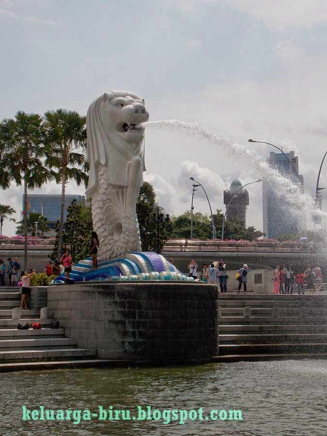 Merlion dilihat dari Singapore River Cruise