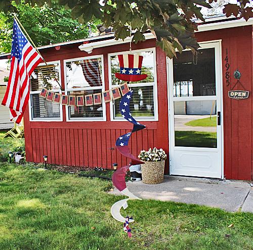 Last Minute DIY American Flag Banner With Burlap