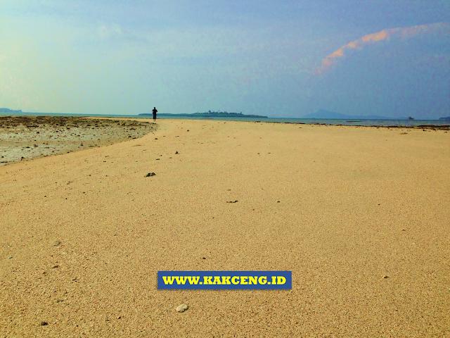 Keindahan Pulau Pasir di Benan Lingga
