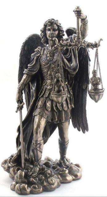 Arcángel San Miguel con espada y balanza
