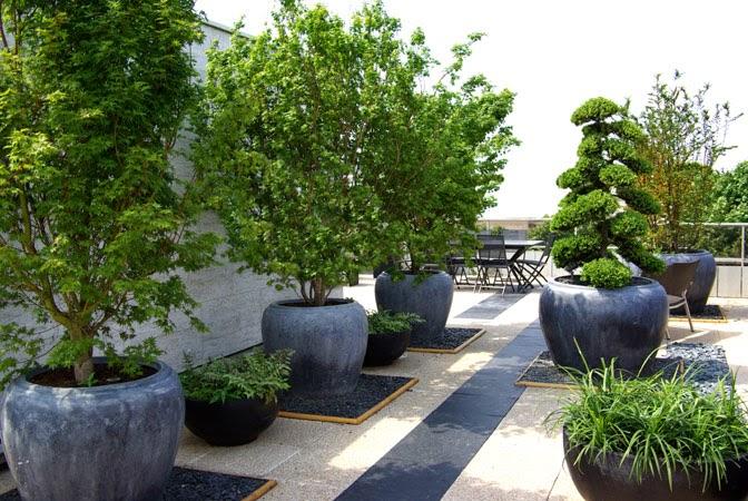 d couvrir l 39 endroit du d cor terrasse en noir et gris. Black Bedroom Furniture Sets. Home Design Ideas