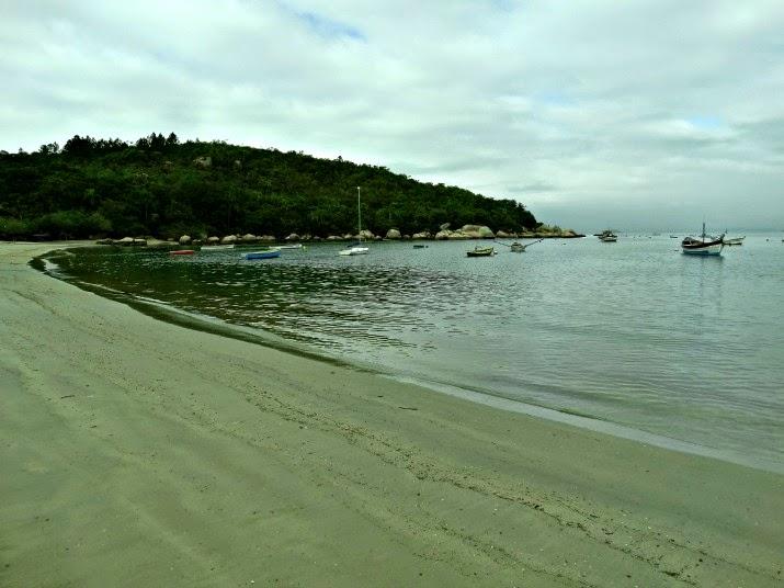 Mar calmo na Enseada da Armação da Piedade, Governador Celso Ramos