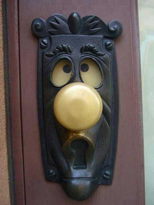 Desain Handle Pintu Unik Rumah Klasik