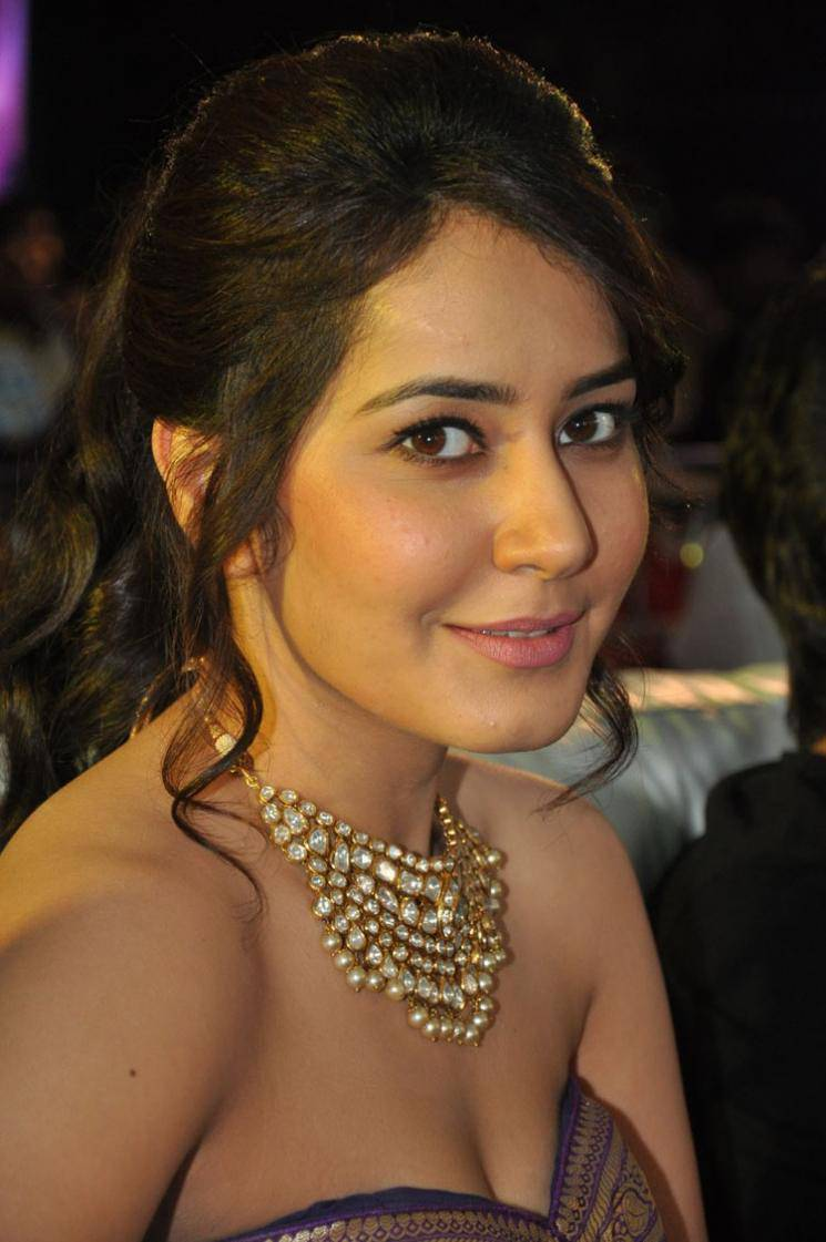 Rashi Khanna Beautiful Face Close Up Photos