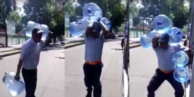 keren video seorang pria angkat 5 galon air sekaligus baca warta