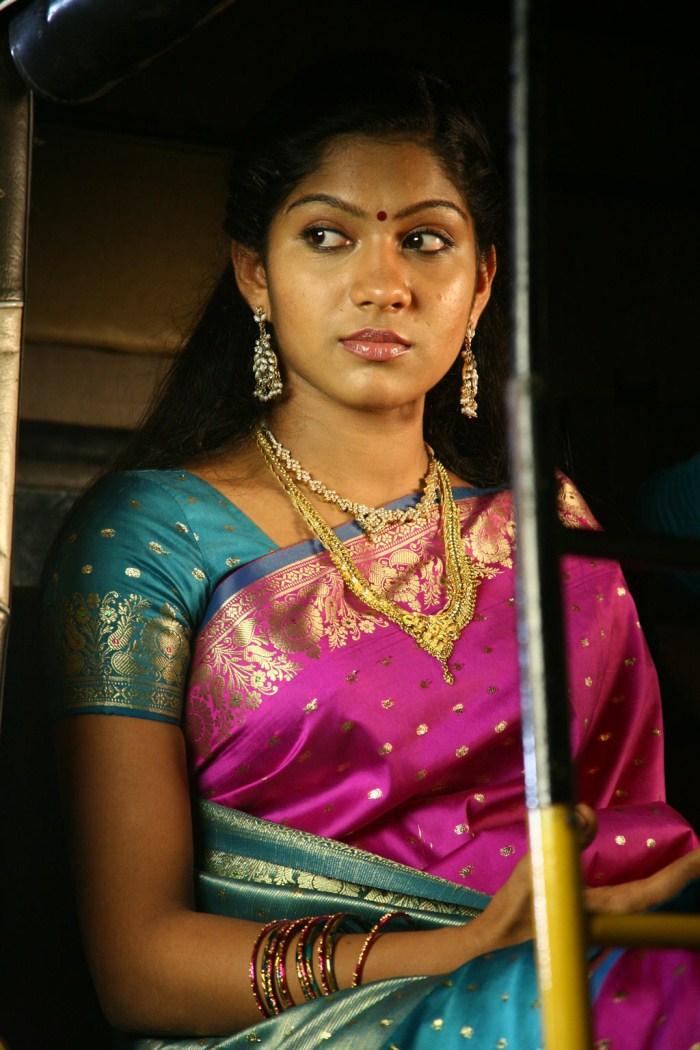 Actress Swasika In Silk Saree Starring Kandathum Kanathathum Movie
