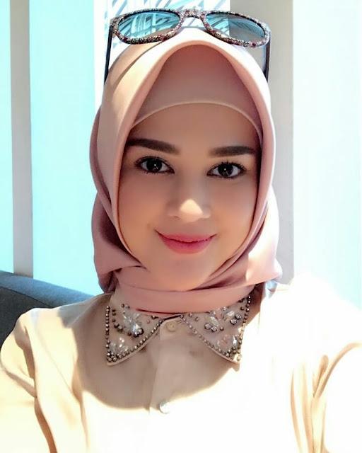 Beautiful Girls Wearing Hijab