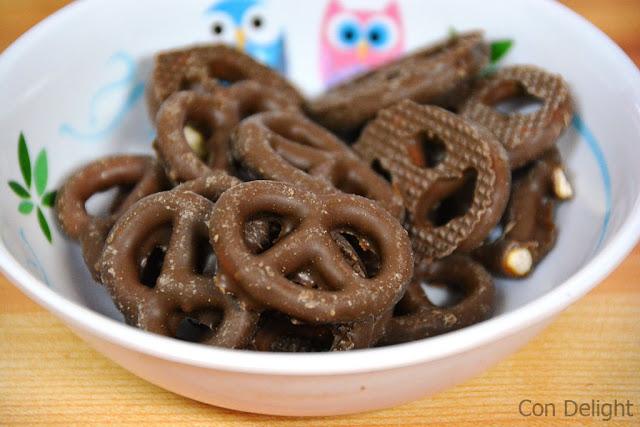 פרעצל מצופה שוקולד חלב אסם pretzel with chocolate osem