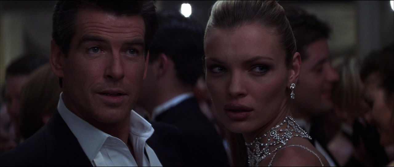 a short movie review for the thomas crown affair The thomas crown affair proves to be a decent movie with a slick, confident performance from russo, and an even slicker, more confident performance from brosnan the story is interesting, and the chemistry between the two leads is top-notch.