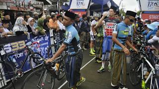 Balap Sepeda Pakai Sarung