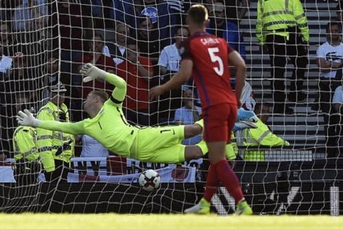 Man City bán thủ môn Joe Hart với giá bèo