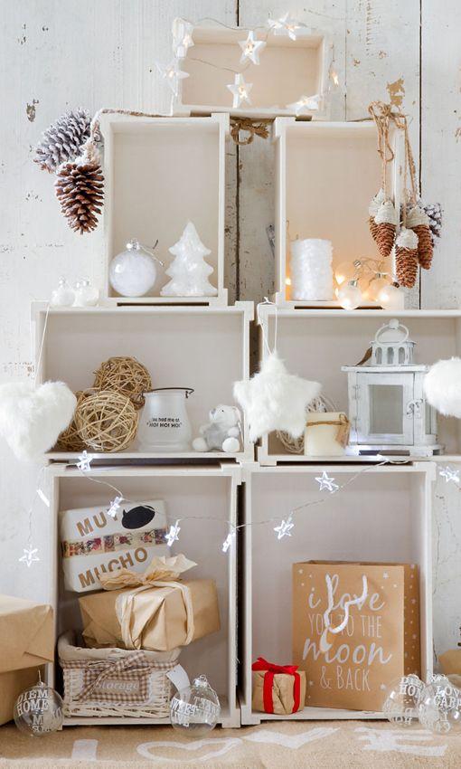 Árbol de Navidad hecho de cajas de madera