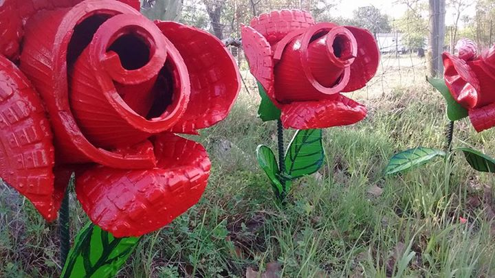 Old Tires Have Become A Work Of Art Like Below Roses Made Out Of Tires. Planters  Made More Beautiful
