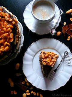 http://www.slodkastrona.com/2014/06/tort-czekoladowy-z-kremem-z-masa.html
