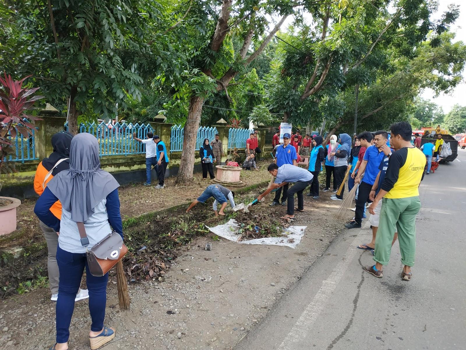 Jadikan Kebersihan Skala Prioritas, Camat Tanete Riattang : Tiada Hari Tanpa Pembersihan