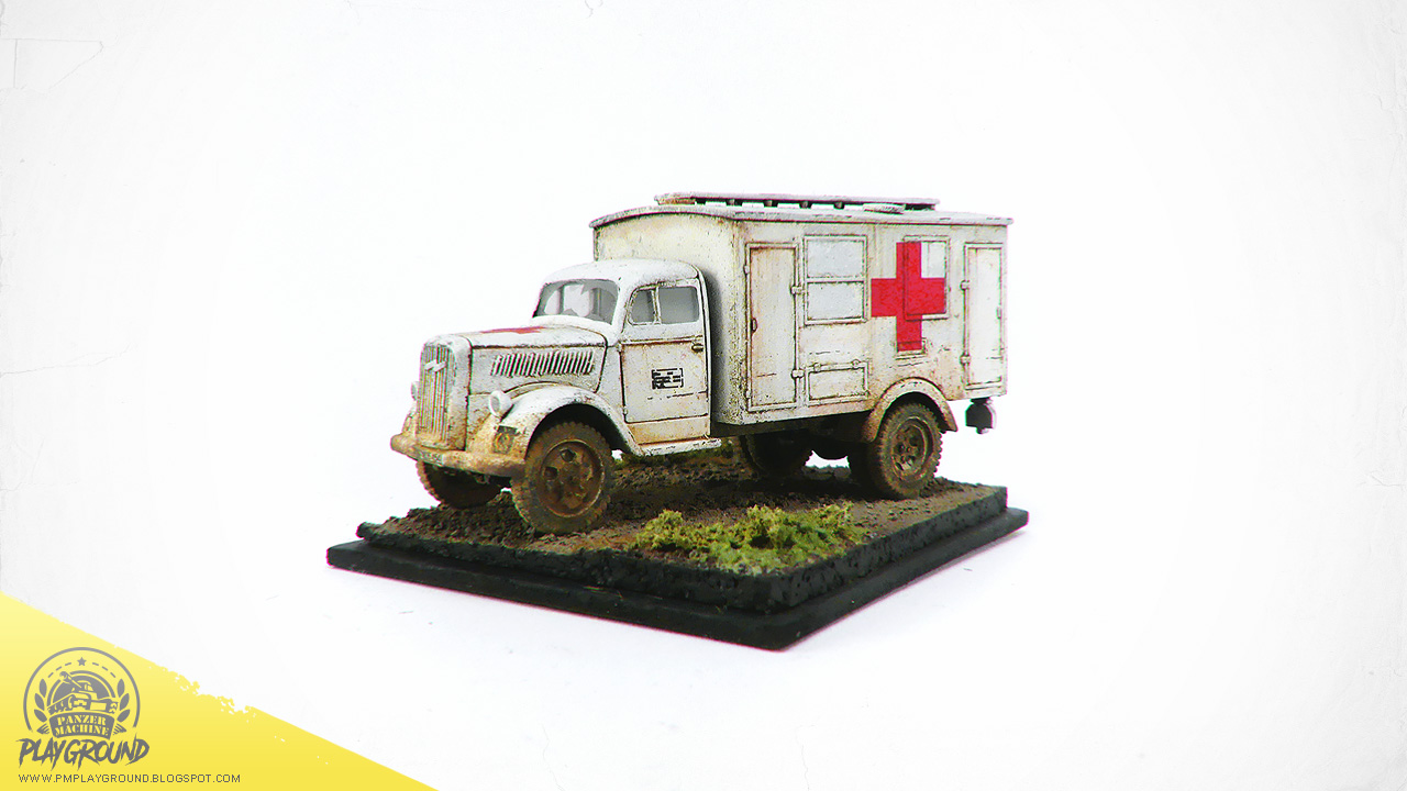 Kfz_305_Ambulance_0001.jpg