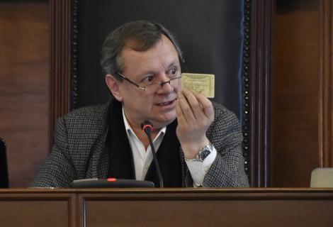 A menos de un mes de dejar el Senado, el comunicador será nuevamente diplomático / ABI