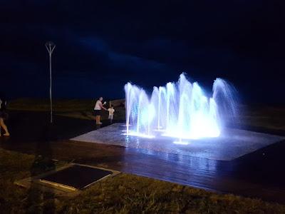 Fonte luminosa do mediador do Balneário São Martinho em fase de teste