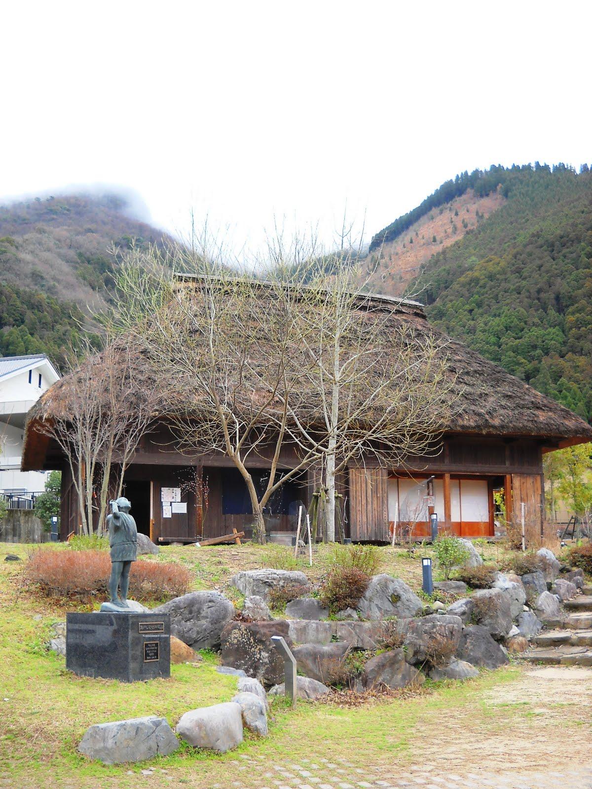 五木村観光協会 事務局Blog: 茅葺き民家で琴の演奏会