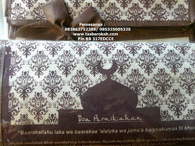 souvenir undangan pernikahan bentuk tas undangan nikah murah bahan spunbond