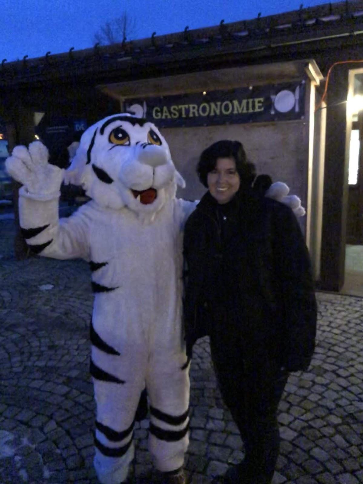 DSV Tiger, Maskotten mit Uschi Glas, 4 Gin and Drinks, Horseboxbar, Event-Bar, mobile Bar, Bayern, Garmisch-Partenkirchen, Gin-Bar, Oberammergau, König-Ludwig-Lauf by Uschi Glas 4 weddings and events