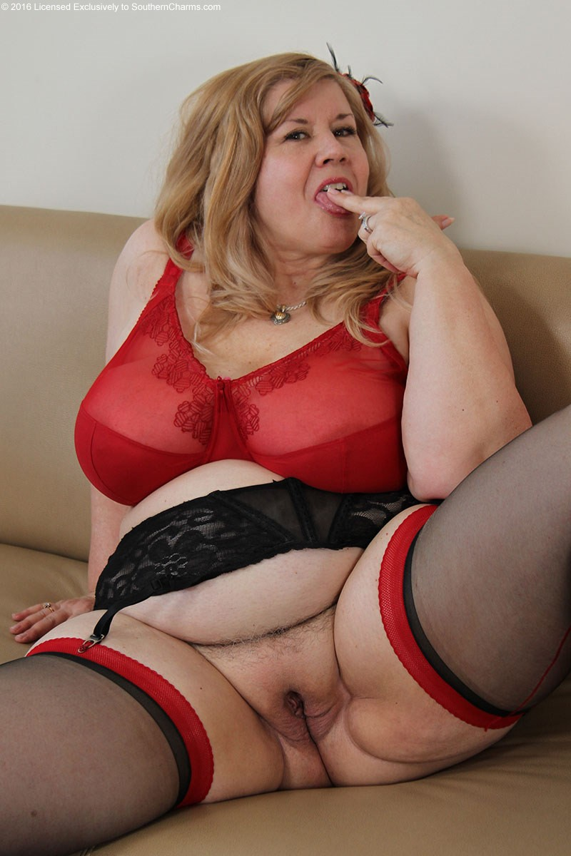 Huge mature tit woman
