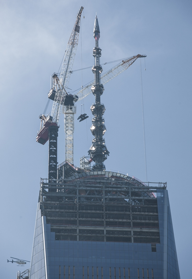 Completed spire of 1WTC