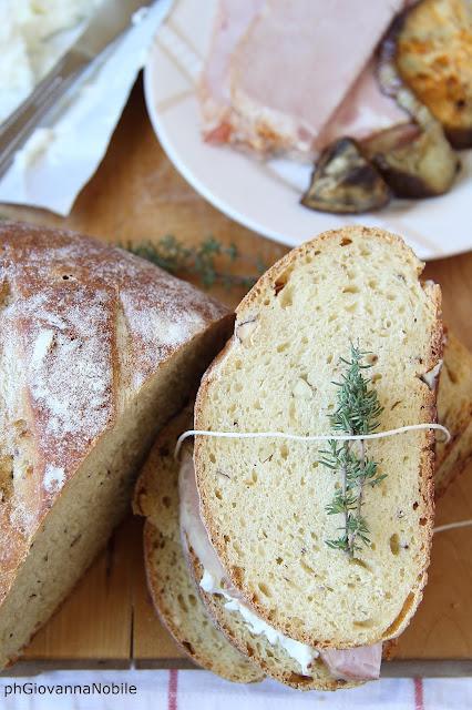 Tramezzini di pane di grano kamut alle nocciole
