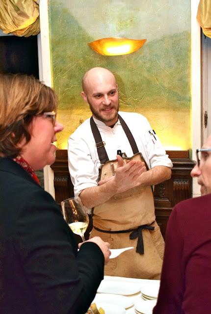 Koch Küchenchef Simon Stirnal im Gespräch mit Christina Fischer und Steffen Schindler