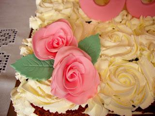 Detalle capullos de rosas de fondant