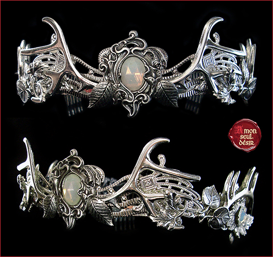 couronnr bois de cerf argent wicca pagan biche bijoux tiare opale blanc pierre de lune crown deer antlers crown white opal moonstone wiccan witchy jewelry