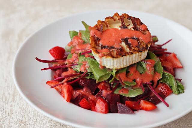 Συνταγή για Σαλάτα με Φράουλες, Παντζάρια και Κατσικίσιο Τυρί